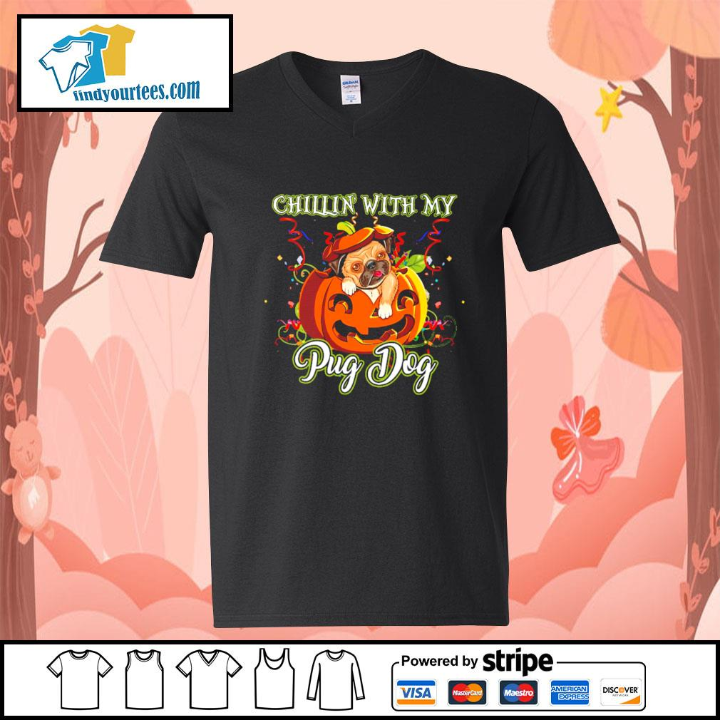 Chillin' with my Pug dog Halloween s V-neck-T-shirt